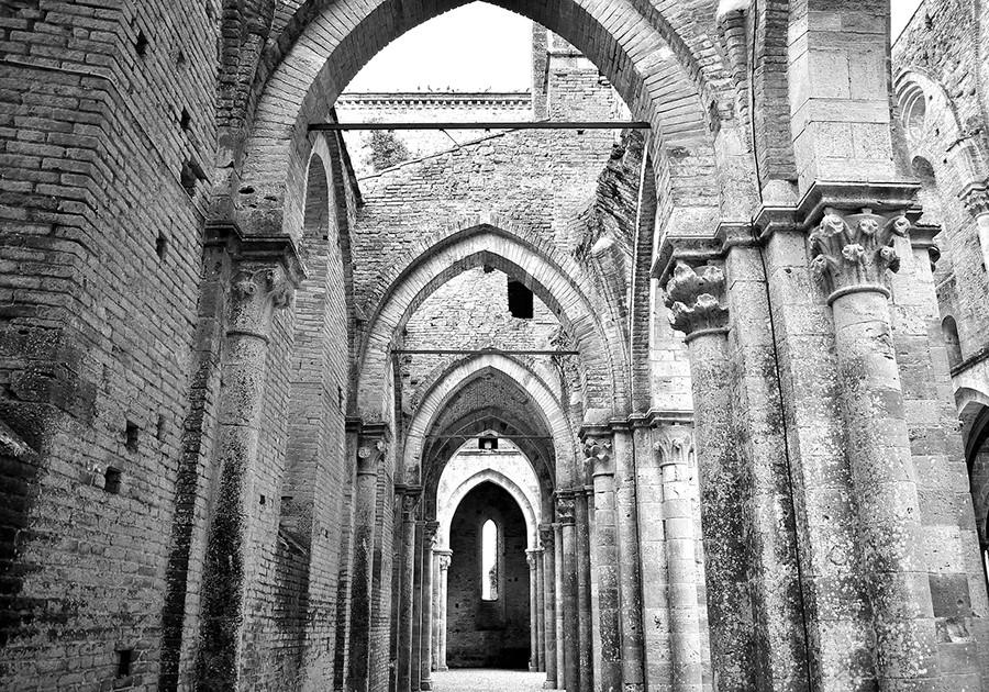San Galgano interno in bianco e nero